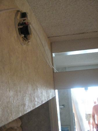 Wave Rider Resort: unsafe smoke alarm and cable running from front door to balcony.