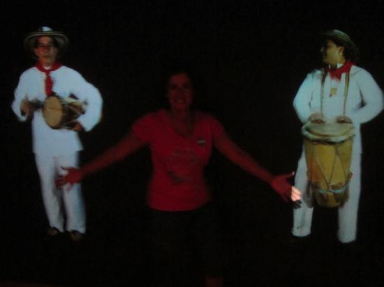 Caribische Museum: La Tambora (En el salón de la música)