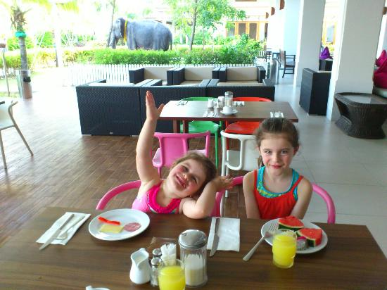 Sunwing Kamala Beach: La Tasca- at breakfast