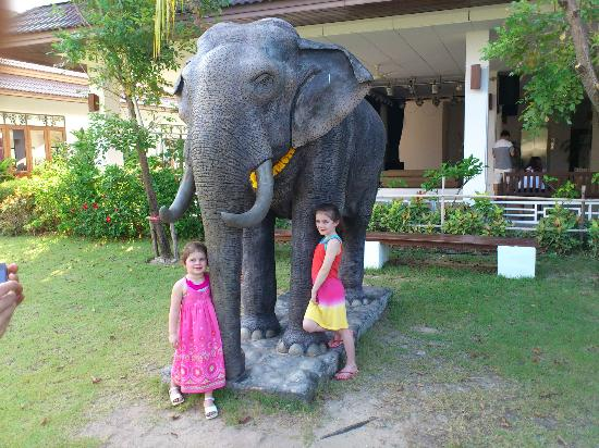 Sunwing Kamala Beach: Kids near elephant statue at La Tasca