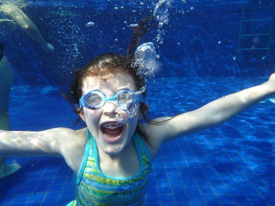 Sunwing Kamala Beach: Underwater playground