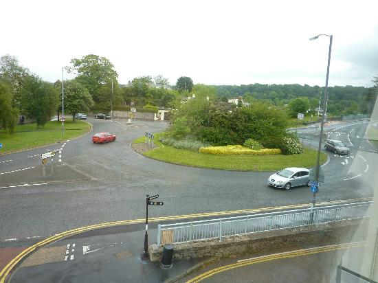 The Anglesey Arms: Hotel right over brige at roundabout