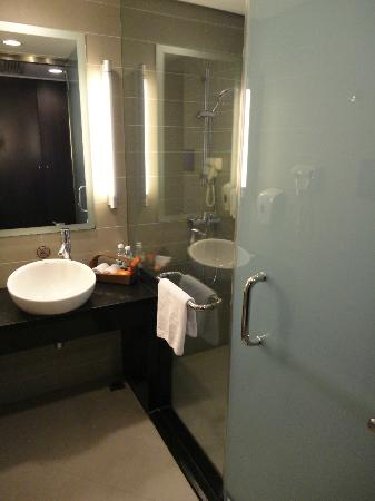 ‪‪Holiday Inn Express Chengdu Gulou‬: Bathroom‬
