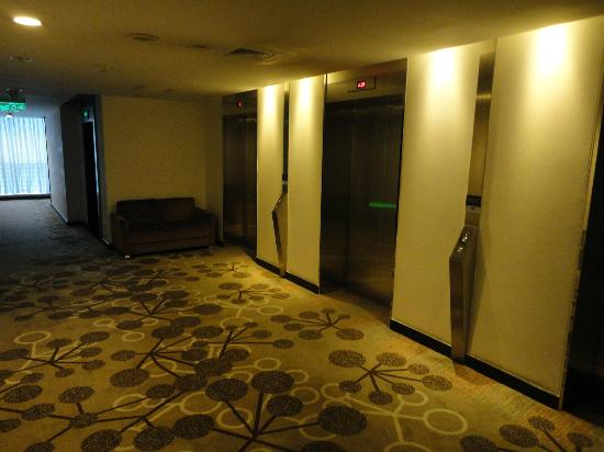 Holiday Inn Express Chengdu Gulou: Lift lobby on the 19th floor