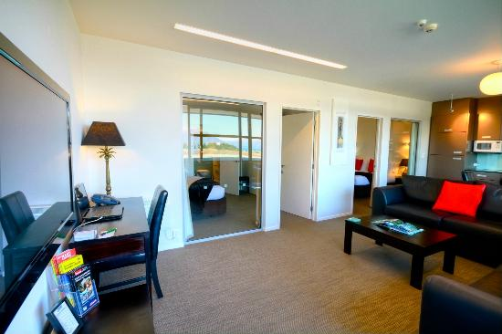 Alpine Apartments: Desk