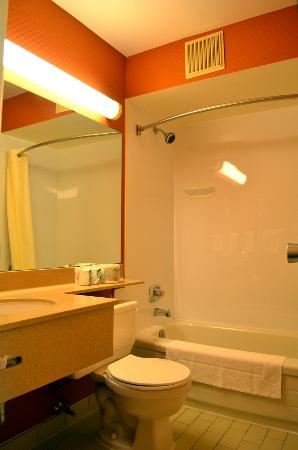 Comfort Inn - Dartmouth : Washroom