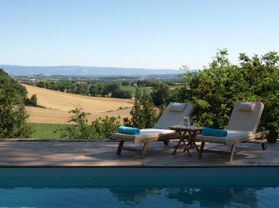 Chateau de Brametourte: Pool and view
