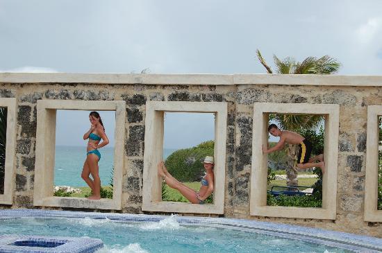 The Crane Resort: al fresco jacuzzi