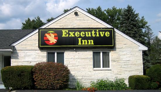 Executive Inn: Outside - side