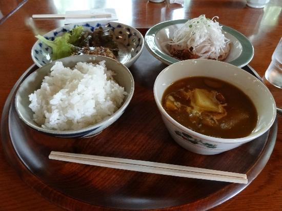 Nakasatsunai Museum : これで980円。カレースープ・冷しゃぶサラダ・コロッケ。