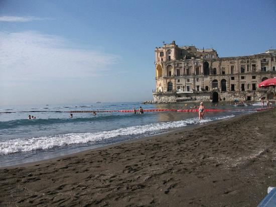 Bagno elena a posillipo veduta del palazzo donnanna dalla riva del