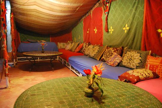 Le Temps de Vivre: Espace sous la tente berbère