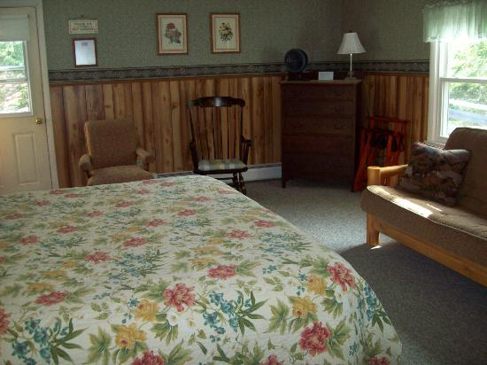 Open Hearth Inn: lodge room B