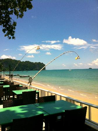 Beach Terrace Hotel Krabi: Beachfront at Bfast or Dinner