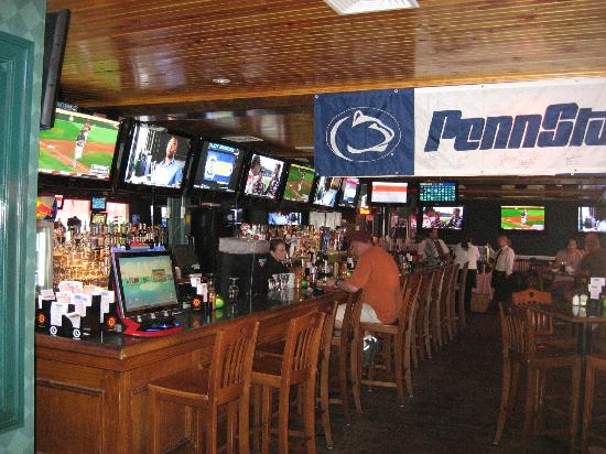 Annie's Paramount Steak and Seafood House: Annies sports bar with LOTS of TVs.