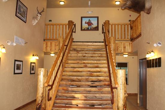 Best Western Devils Tower Inn: Front Lobby - Main staircase to second floor.