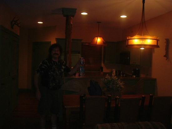 The Wilderness Club at Big Cedar: Even with every light on, the rooms are very dim.