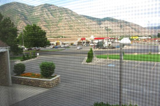 Best Western Mountain View Inn: View from second floor room