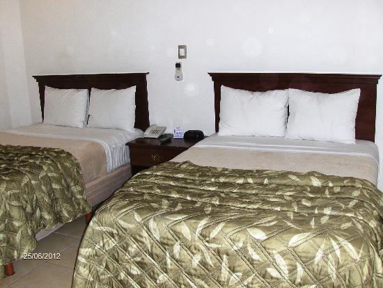 Hotel Rincon del Llano: Habitación doble, espaciosa, cómoda, muy bien equipada, se descansa muy bien.