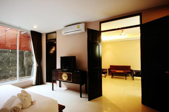 Feung Nakorn Balcony Rooms & Cafe: Suite room