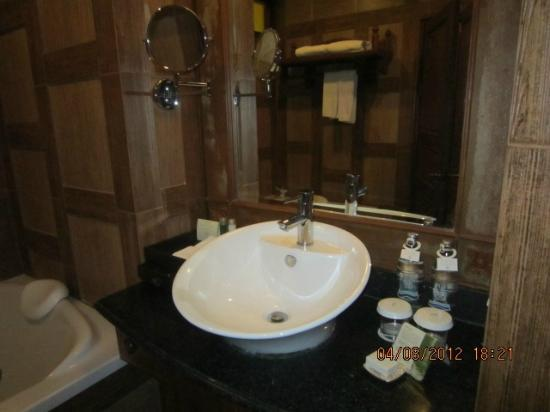 Khum Phaya Resort & Spa, Centara Boutique Collection: Bathroom