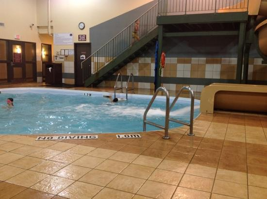 Best Western Plus Pembina Inn & Suites: old and young enjoyed the slide