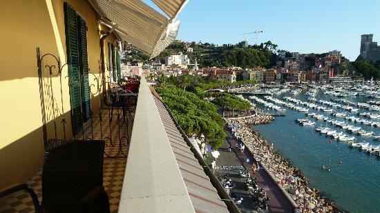 Hotel Shelley Delle Palme: dal balcone il paese