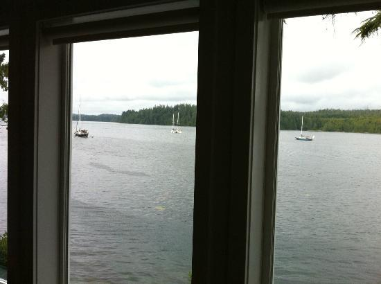 Water's Edge Shoreside Suites: I loved watching the boaters and kayakers from the living room window.