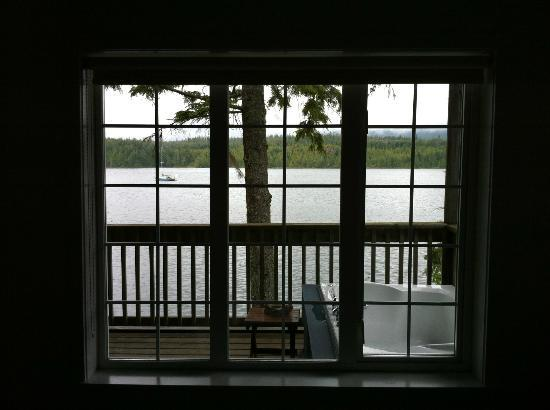 Water's Edge Shoreside Suites: Beautiful view from the main bedroom, unit #706.