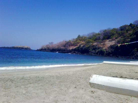 Dewa Bharata Candidasa Bungalows: candidasa beach