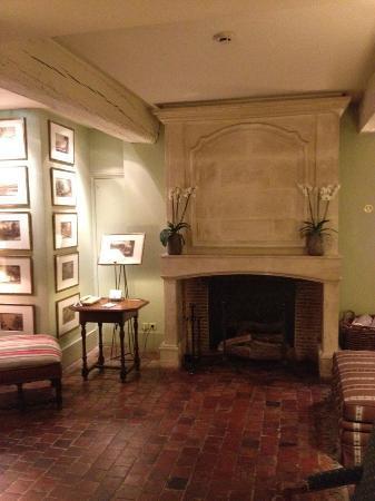 Henri IV Rive Gauche Hotel: sala con camino
