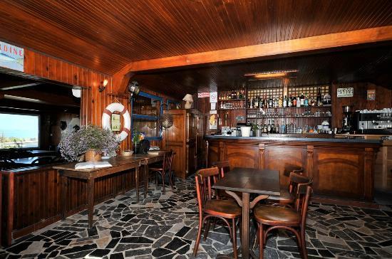 Le bar picture of restaurant port lauzieres la rochelle tripadvisor - Restaurant la rochelle port ...