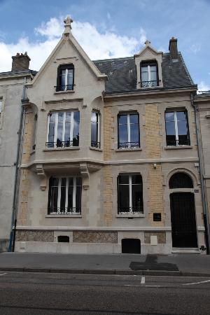 La Villa 1901 : facade rue