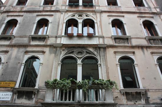 Ca' Pedrocchi: beautiful in venice calle XXII marzo
