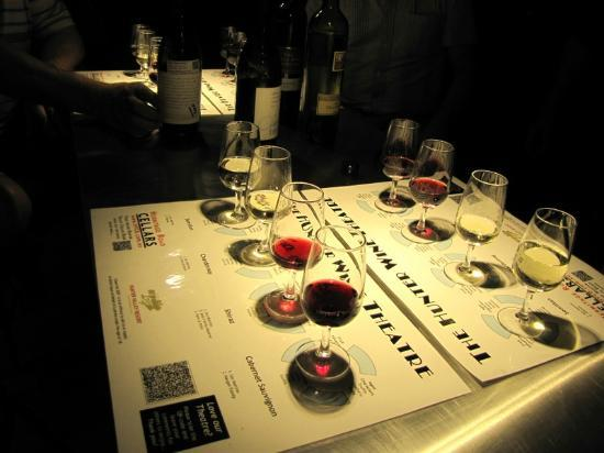Bluetongue Cafe: Samples of wine by their description