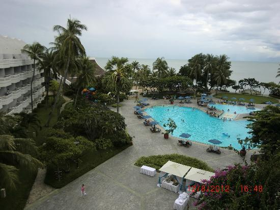 The Regent Cha Am Beach Resort: Swimming pools