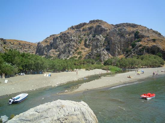 Kournas Village Beach Hotel: Preveli, spiaggia con fiume
