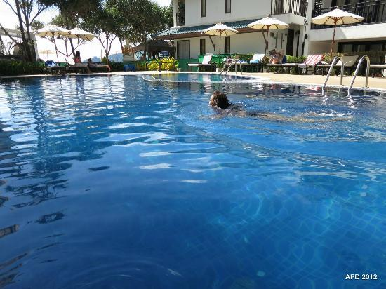 Patong Bay Garden Resort: The pool