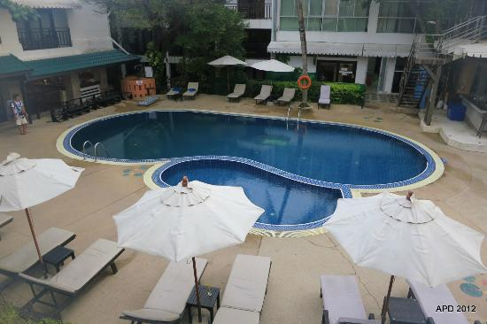 Patong Bay Garden Resort: Pool at daytime