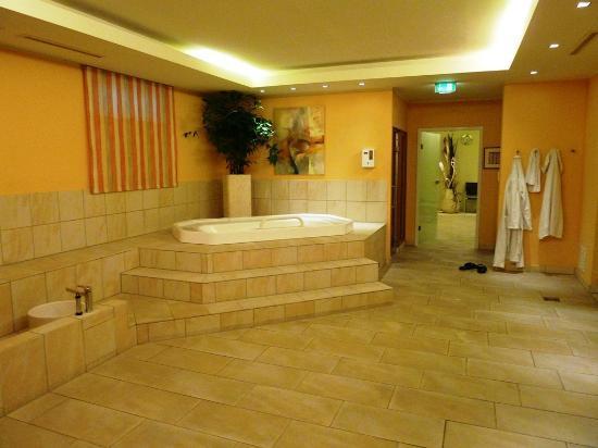 Steigenberger Hotel Deidesheim: Whirlpool