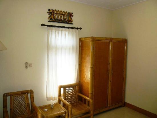 Aneka Lovina Beach Hotel: room