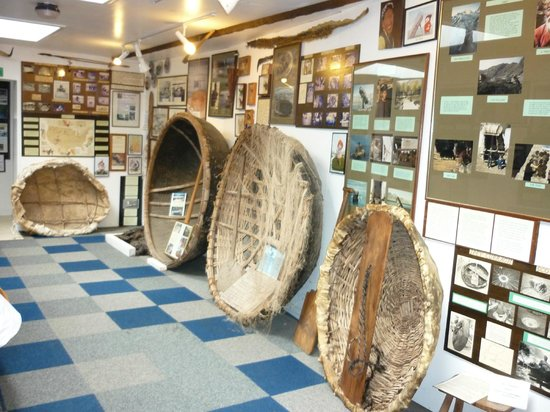 Cenarth, UK: Coracles from around the World