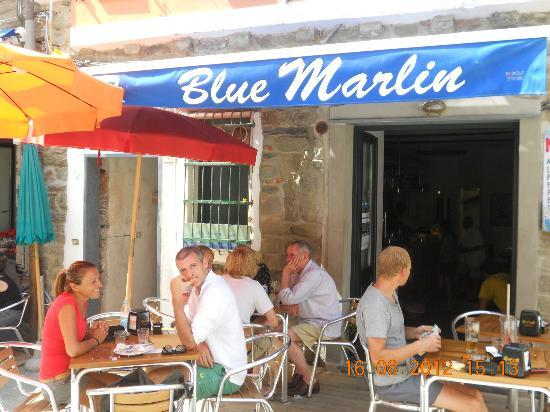 Blue Marlin Cafe: Ingresso e tavolini