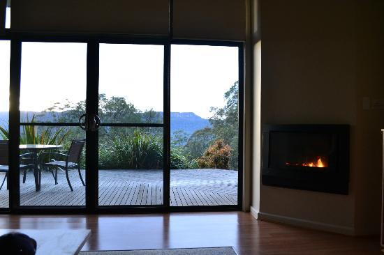 The Heavens Mountain Escape : Cosy fire in the lounge area.