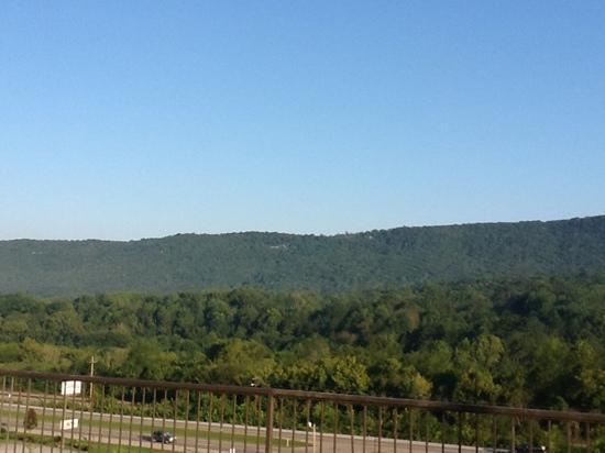 Holiday Inn Express Hotel & Suites Harriman: morning view fro the parking lot