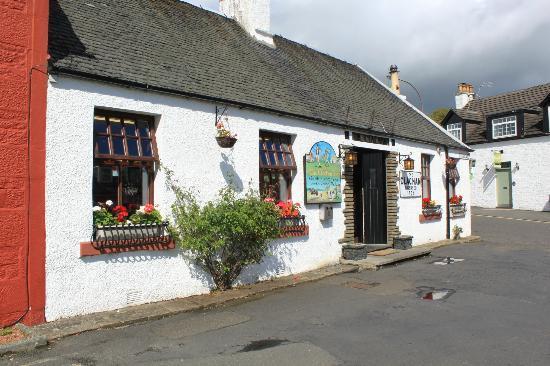 The Clachan Inn: pub front