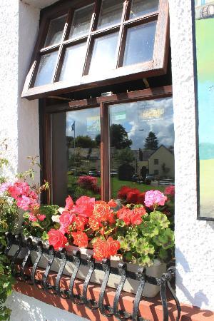 The Clachan Inn: beatuiful window box