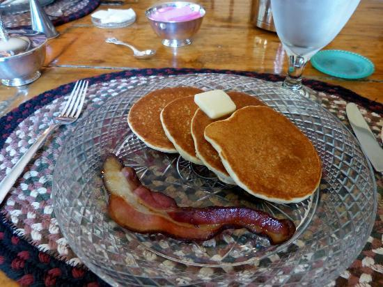 Grist Mill House: Pancakes and Bacon Breakfast