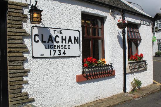 The Clachan Inn: pub frontage