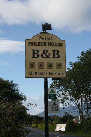 Burke's Mulbur House: Panneau indiquant le B&B sur le bord de la route